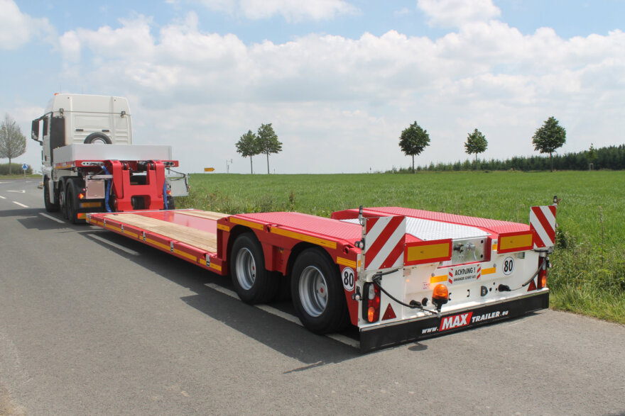 MAX Trailer presents its low-bed trailer