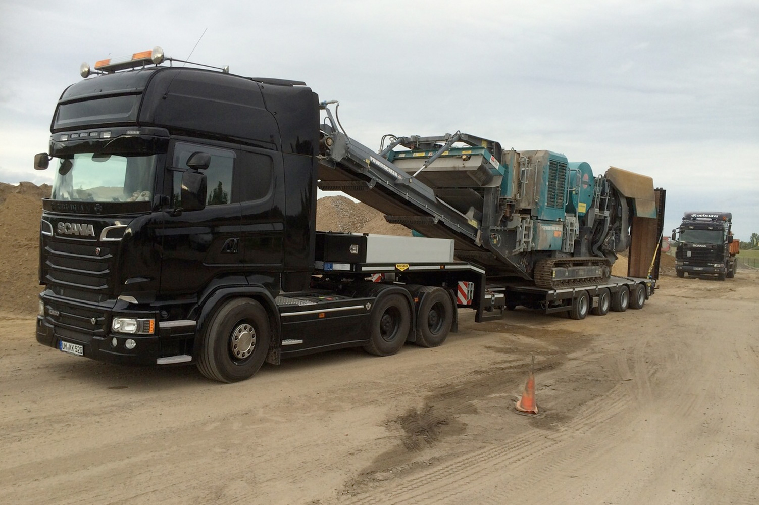 SL Air Takes on Heavy Plant Transport