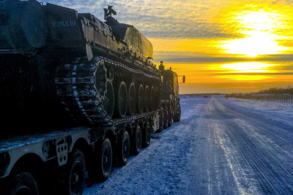 Lee Newens, Estonia, Army Transport, Oshkosh, heavy haulage, sunset
