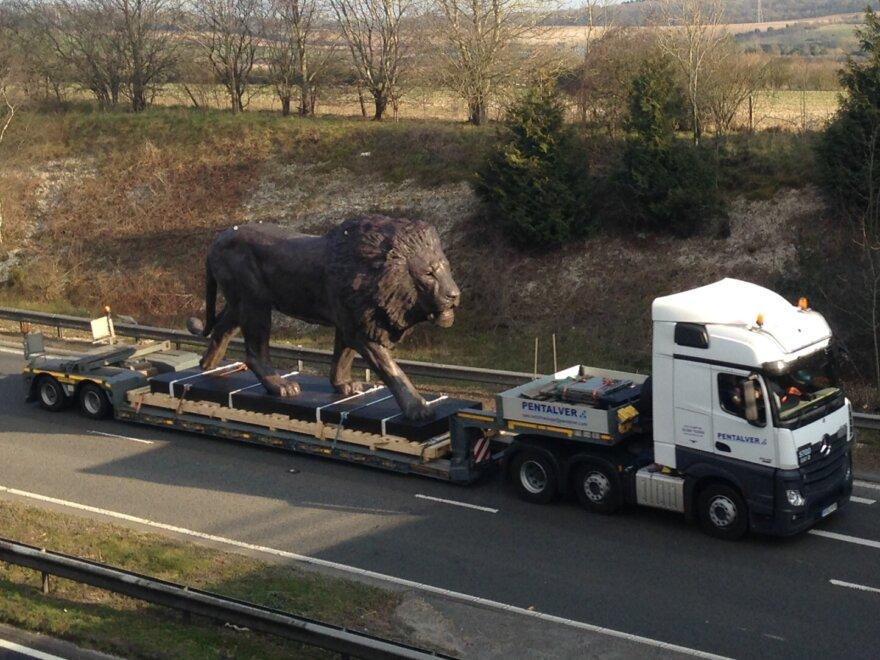 Pentalver Uncage a Lion