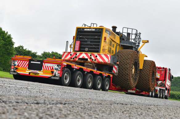 Steve Pearson, Pearson Abnormal Load Safety, Nooteboom, West of Scotland HH, Komatsu, heavy haulage, SLT, Mercedes Benz Trucks