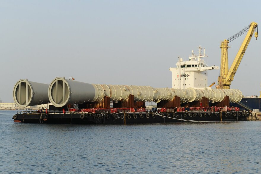 ALE Hauls Components for Oil Refinery