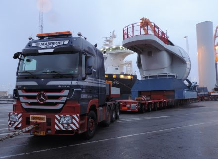 Mammoet Takes on 42 Tonnes