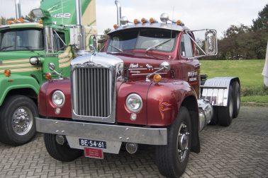 Vintage Trucks Display Mack 2017