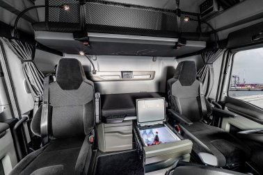 In the cabs of the new MAN TG series, the cool box is ready to hand next to the driver's seat.