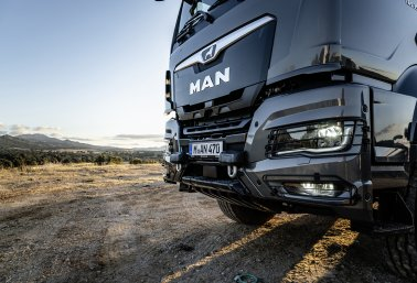 The new MAN TGS offers a striking appearance with a combination of steel bumper, LED headlights and front grill.